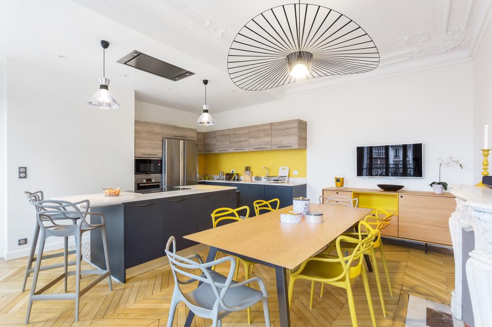 Кухня в стиле модерн в частном доме
