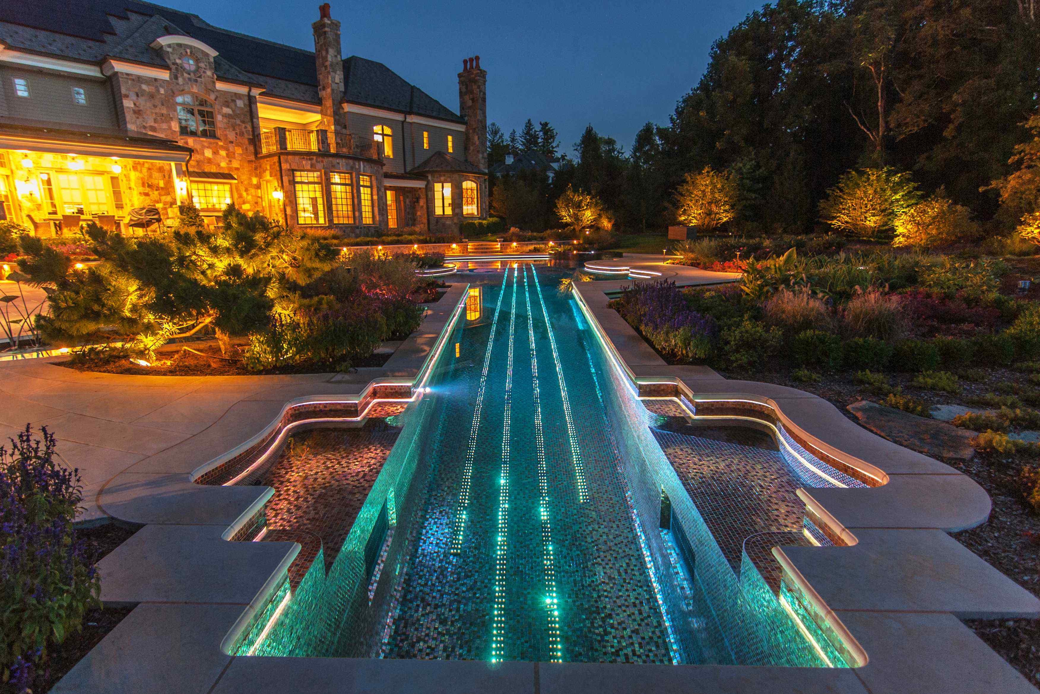 Бассейн из мозаики с подсветкой