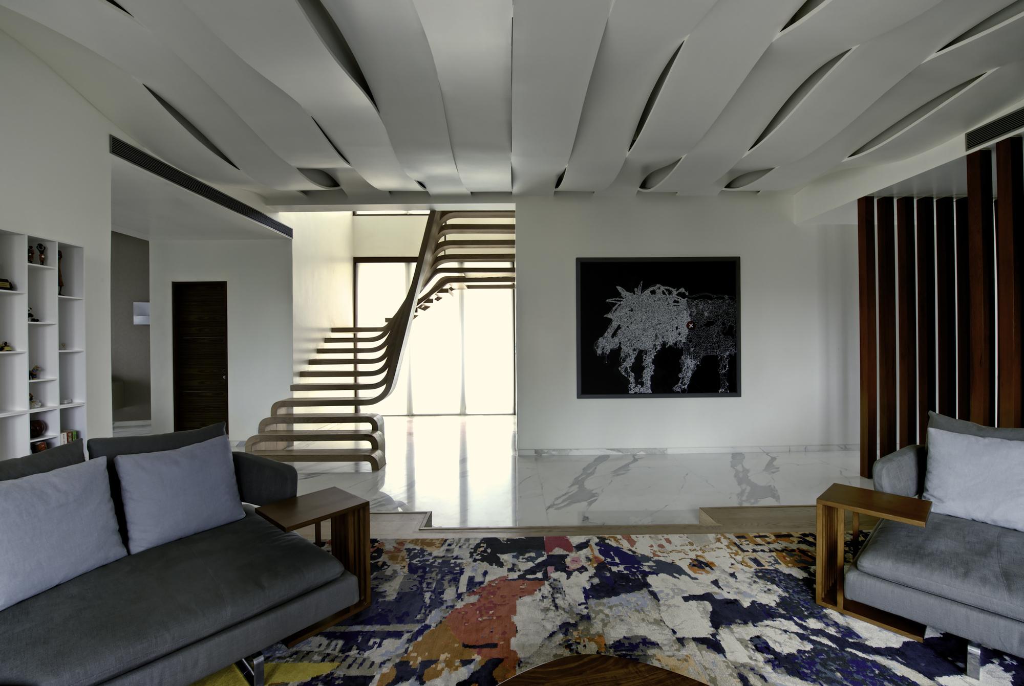 Двухуровневая квартира с мраморным полом