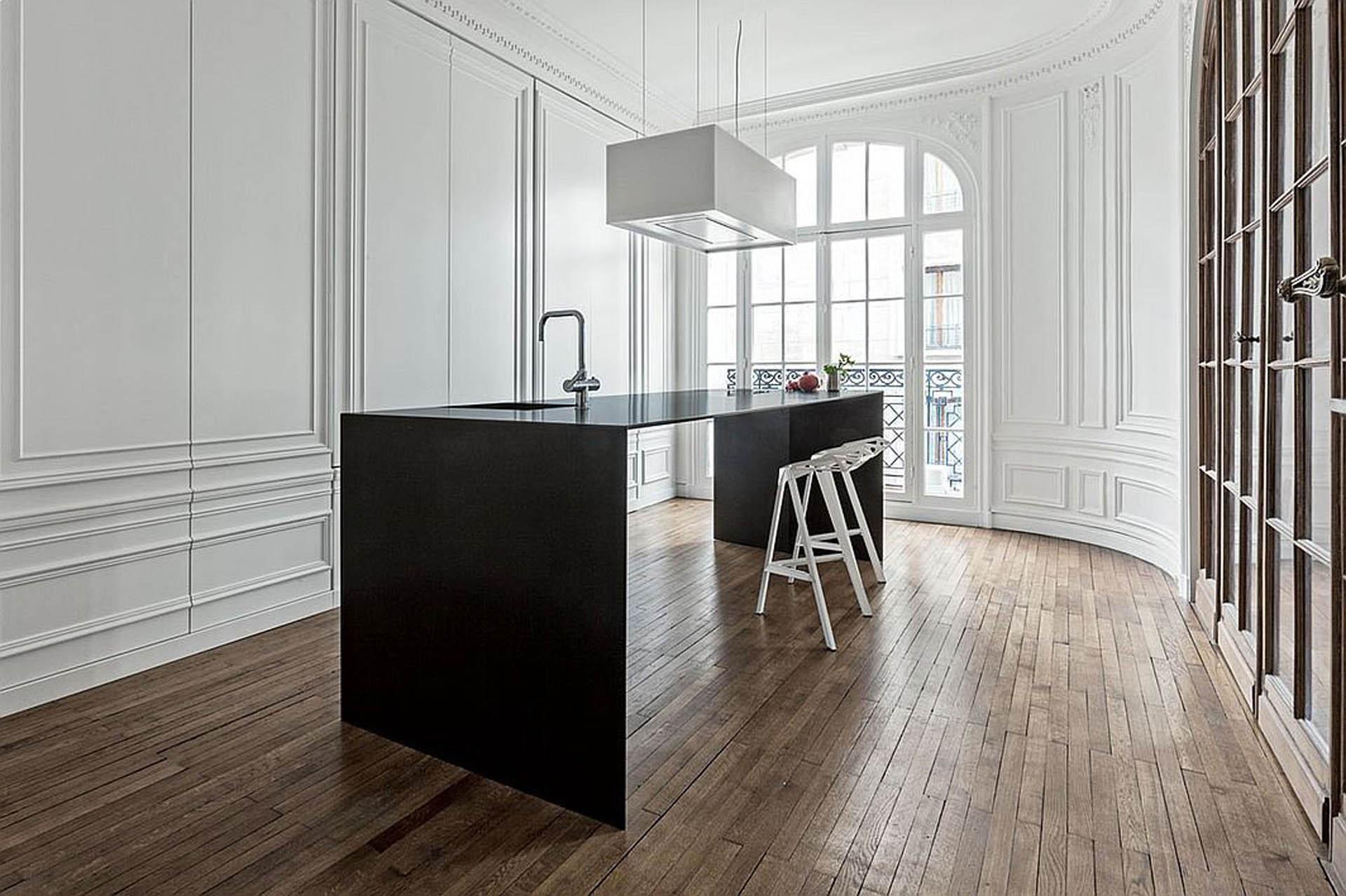 Простая кухня в стиле неоклассика