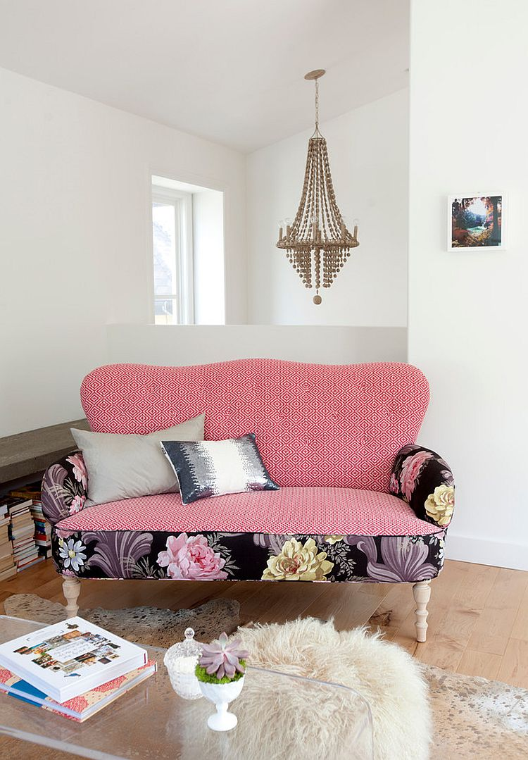 Розовая обивка дивана