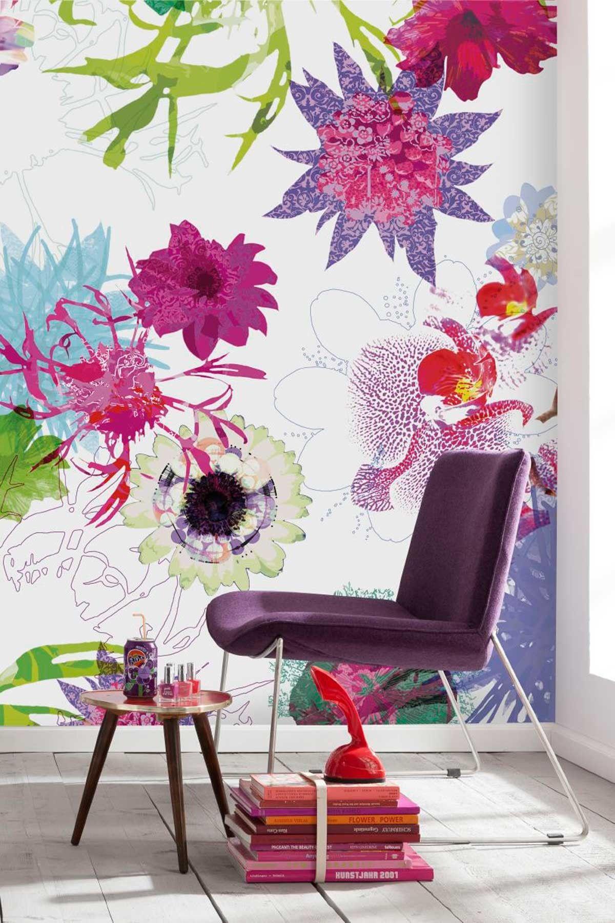 Большие яркие цветы в дизайне обоев