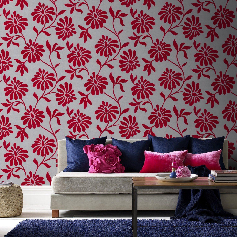 Красно-серые цветочные обои с крупным принтом в гостиной