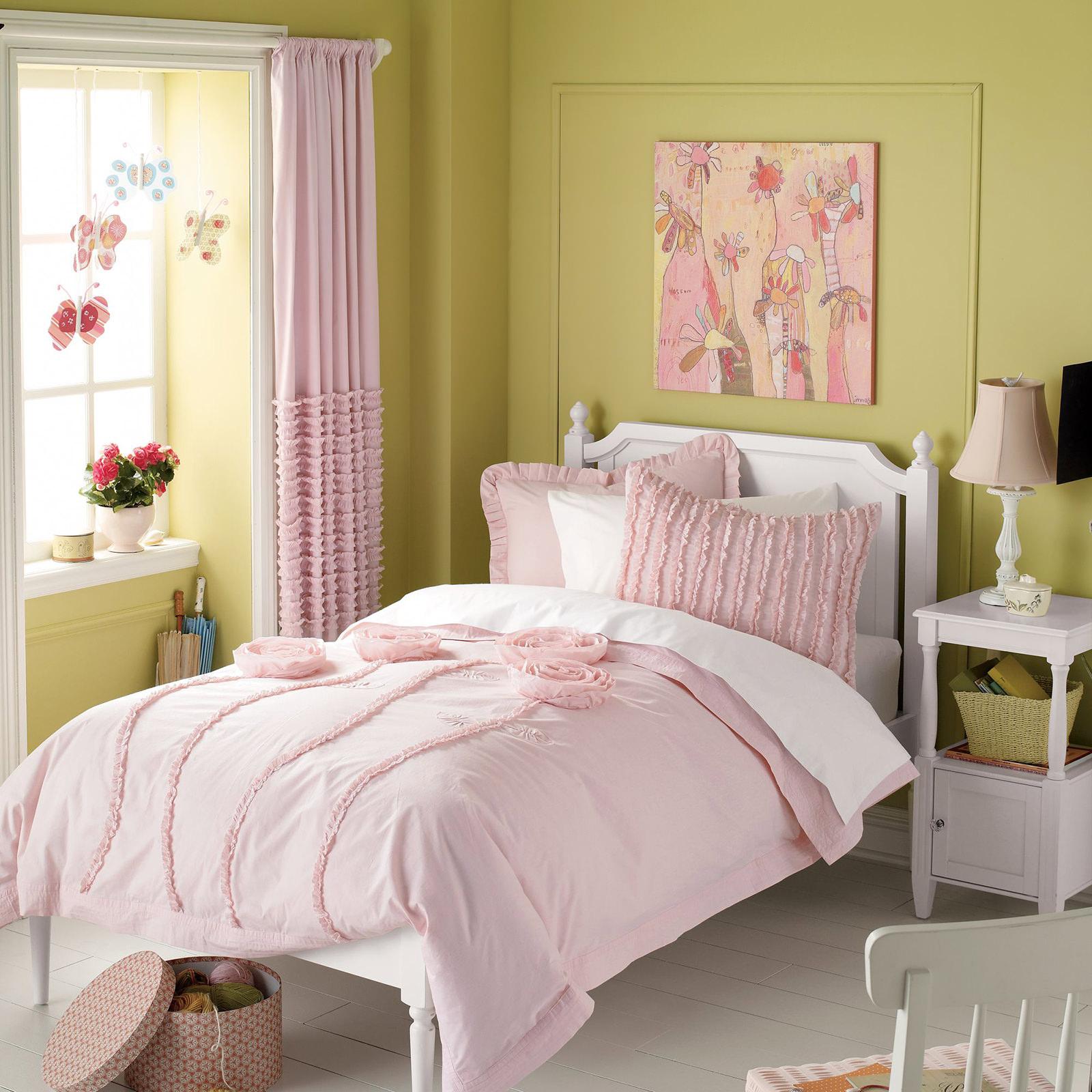 Оливковые стены в детской спальне
