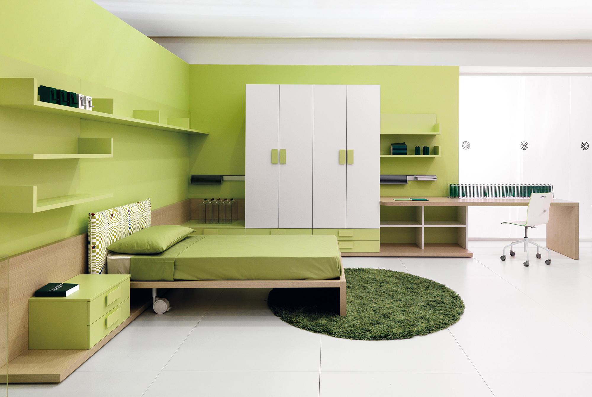 Сочетание оливкового, белого и кремового цветов в спальне