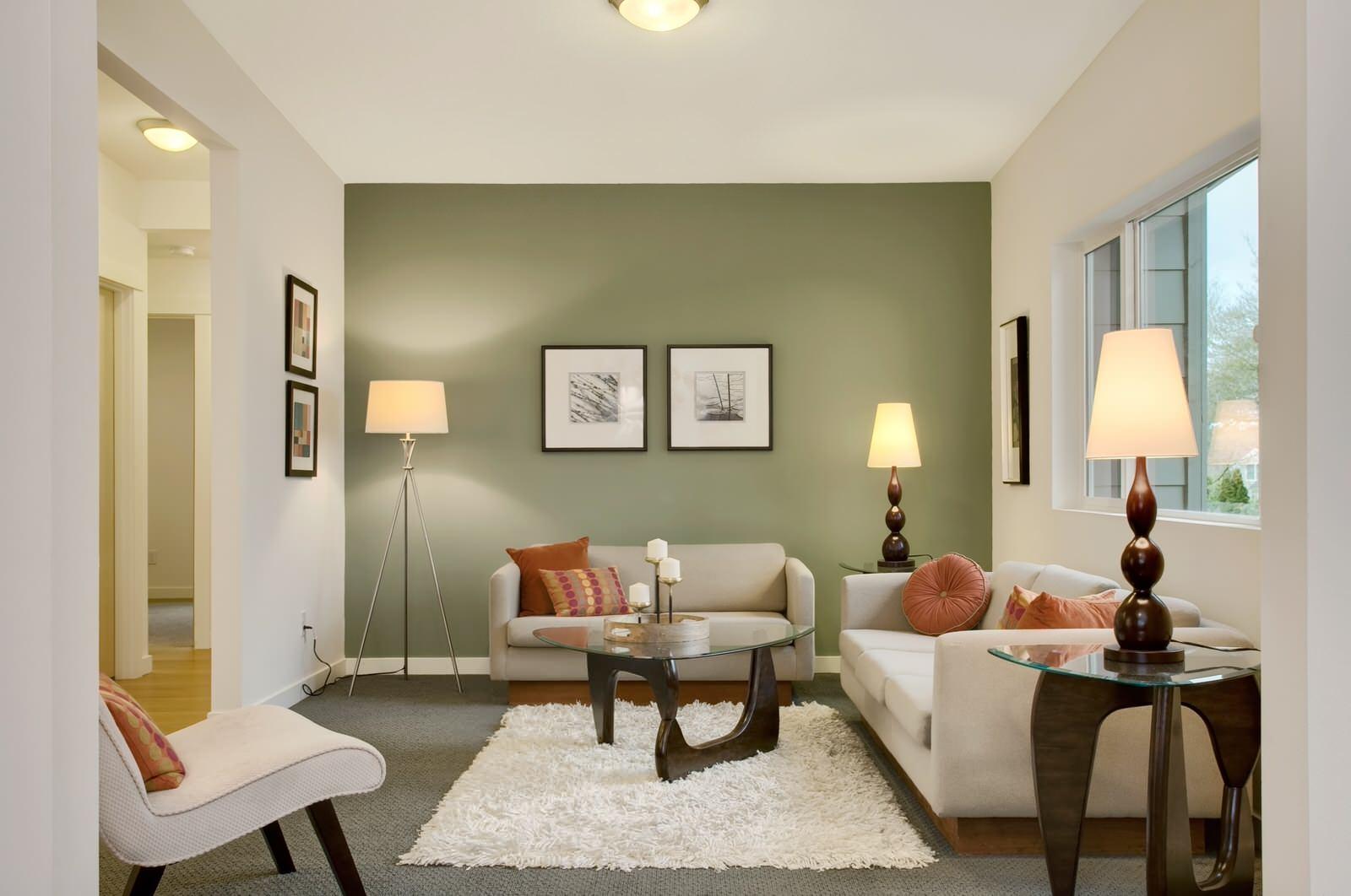 Оливковая стена в гостиной