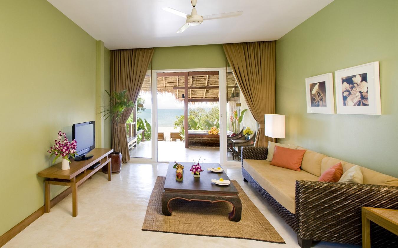 Оливковые стены в гостиной в эко-стиле