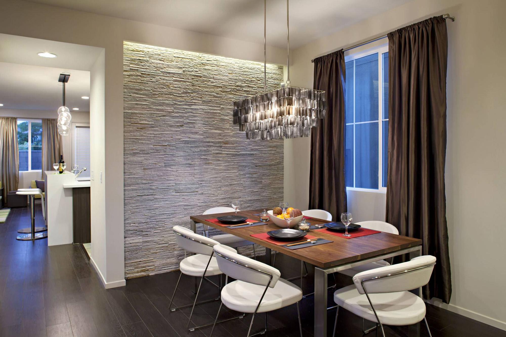 Отделка одной стены на кухне декоративным камнем