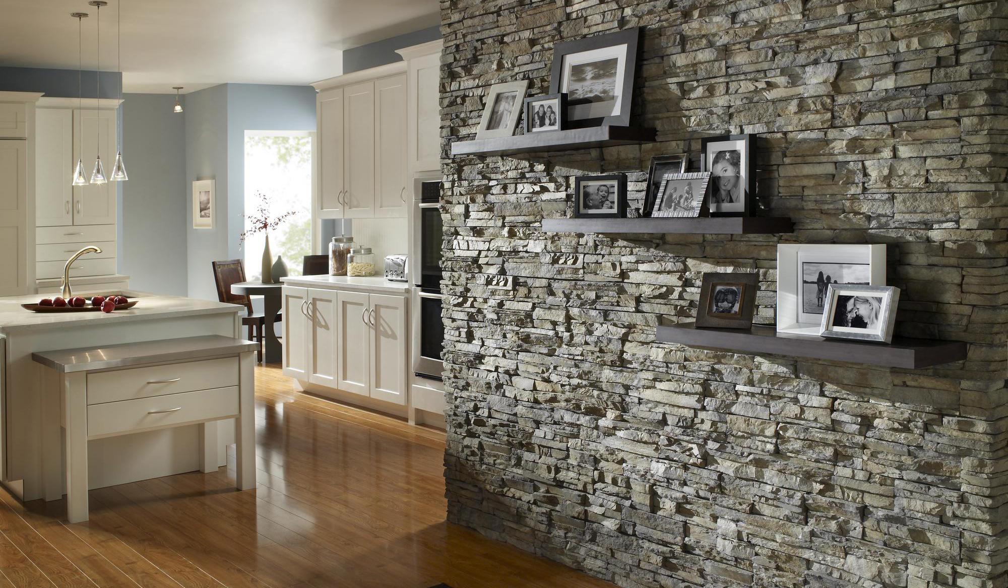 Серый декоративный камень в интерьере
