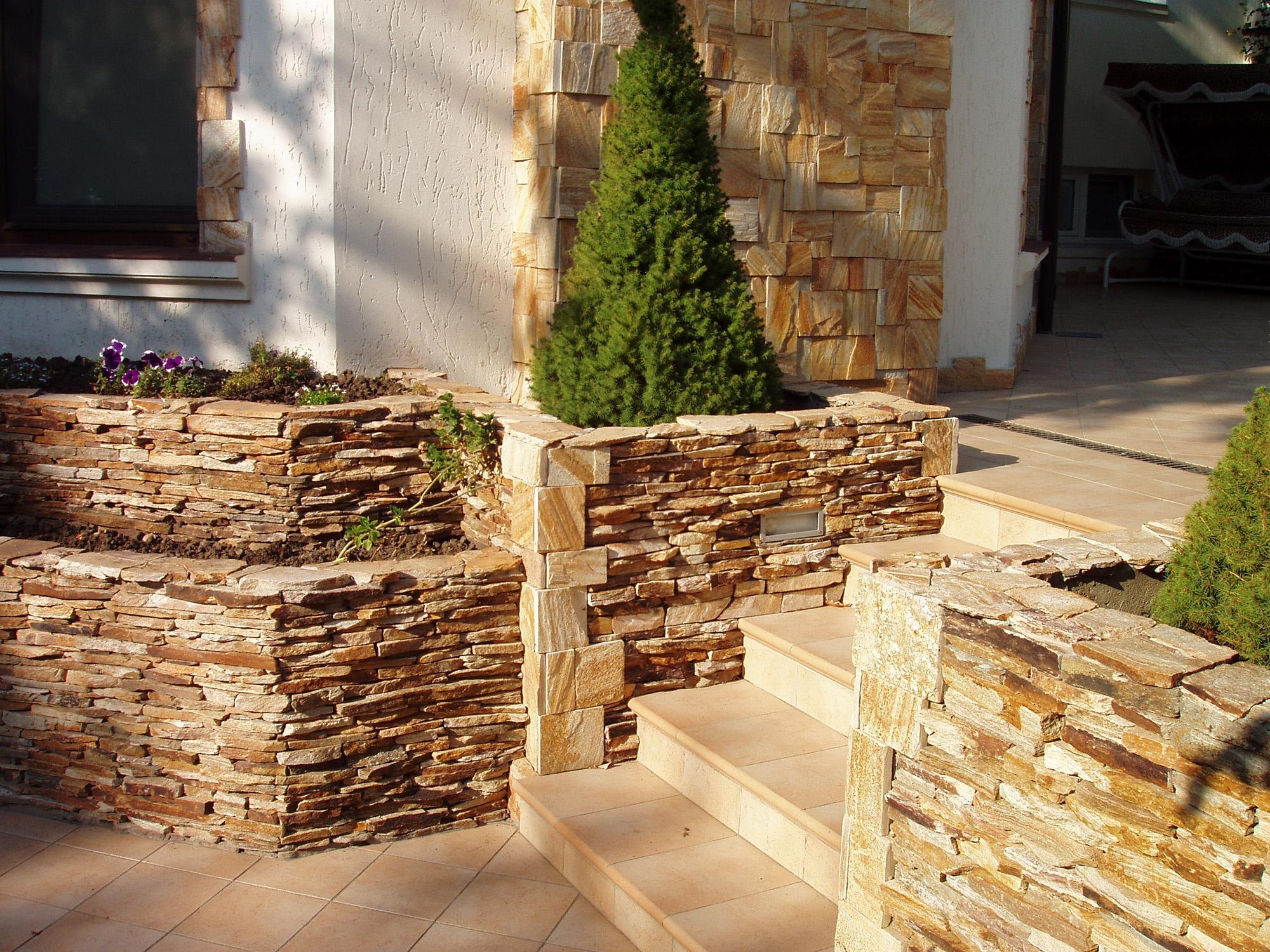 Декоративный камень в облицовке дома