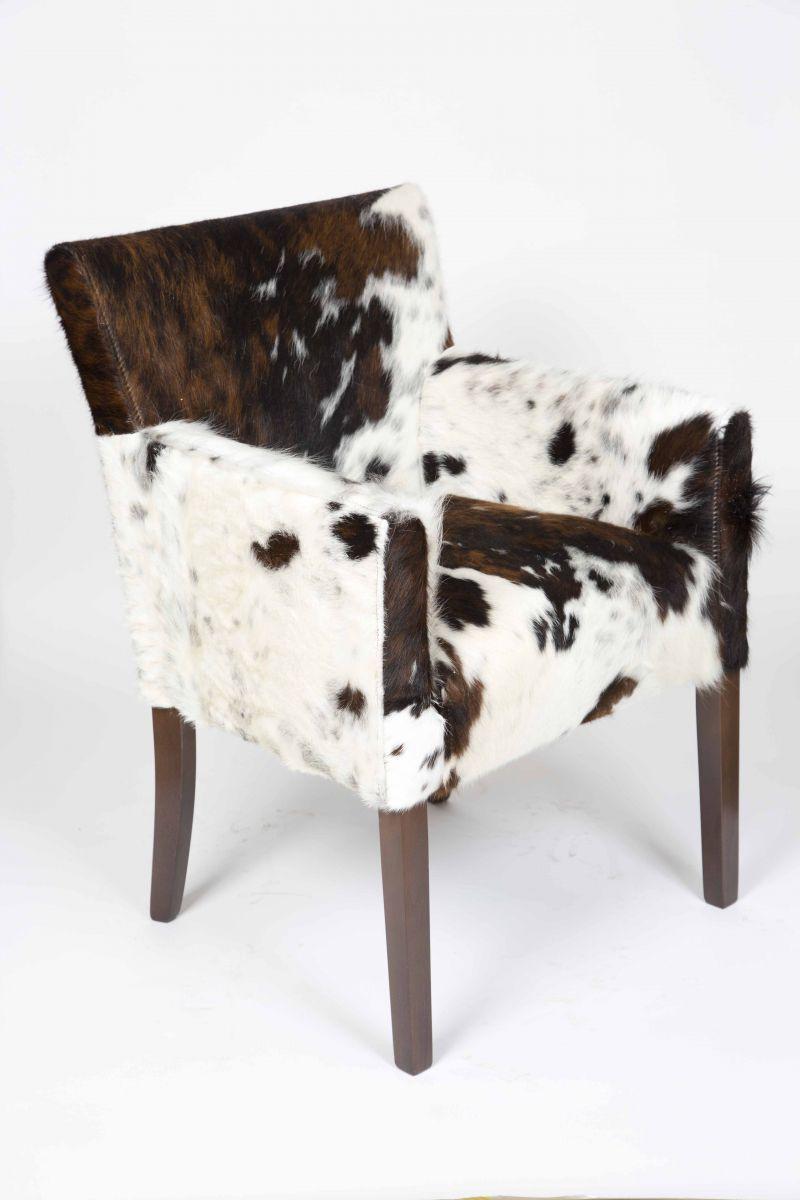 Меховое кресло для охотничьего интерьера