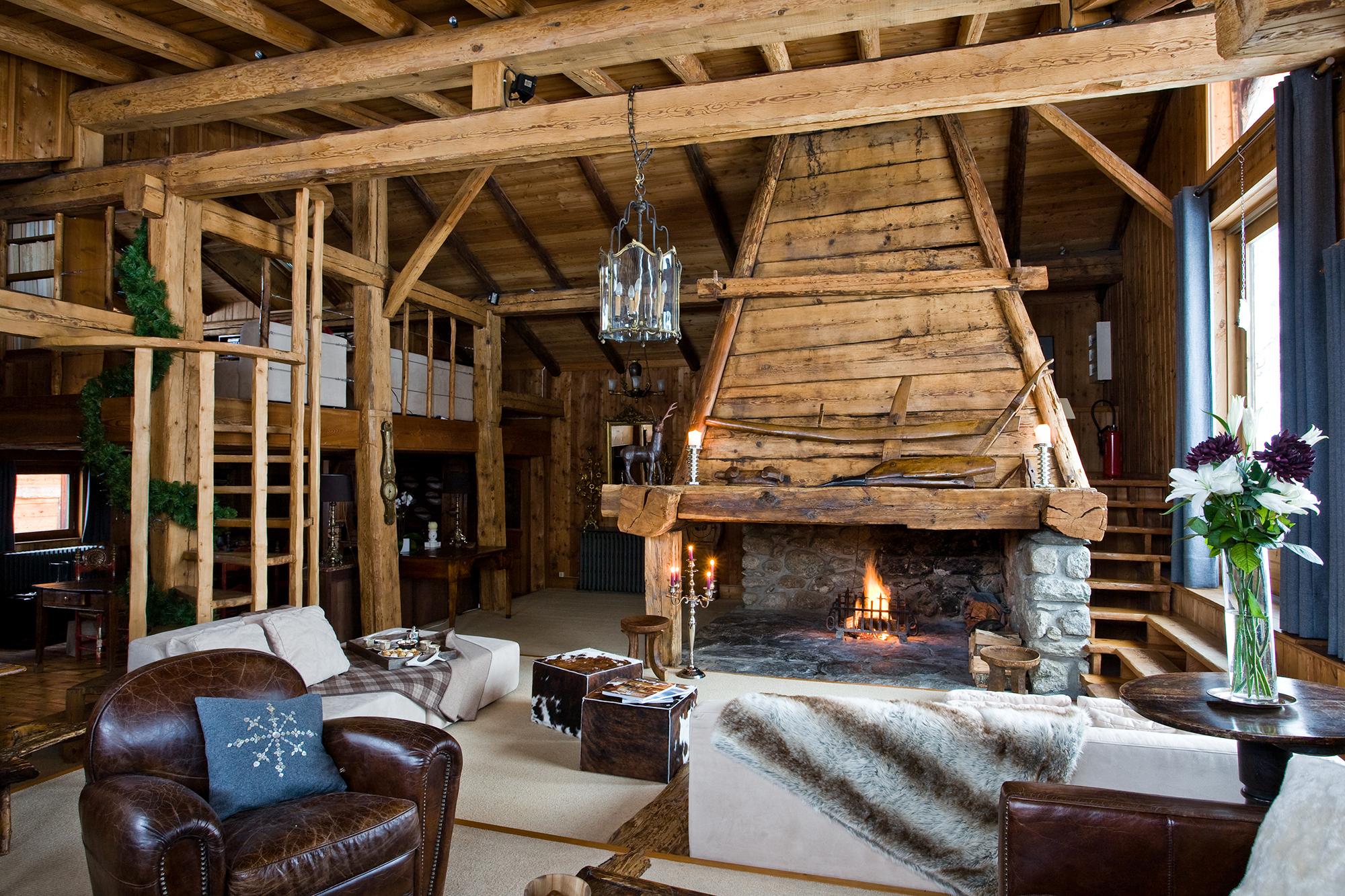 Красивая гостиная в охотничьем стиле