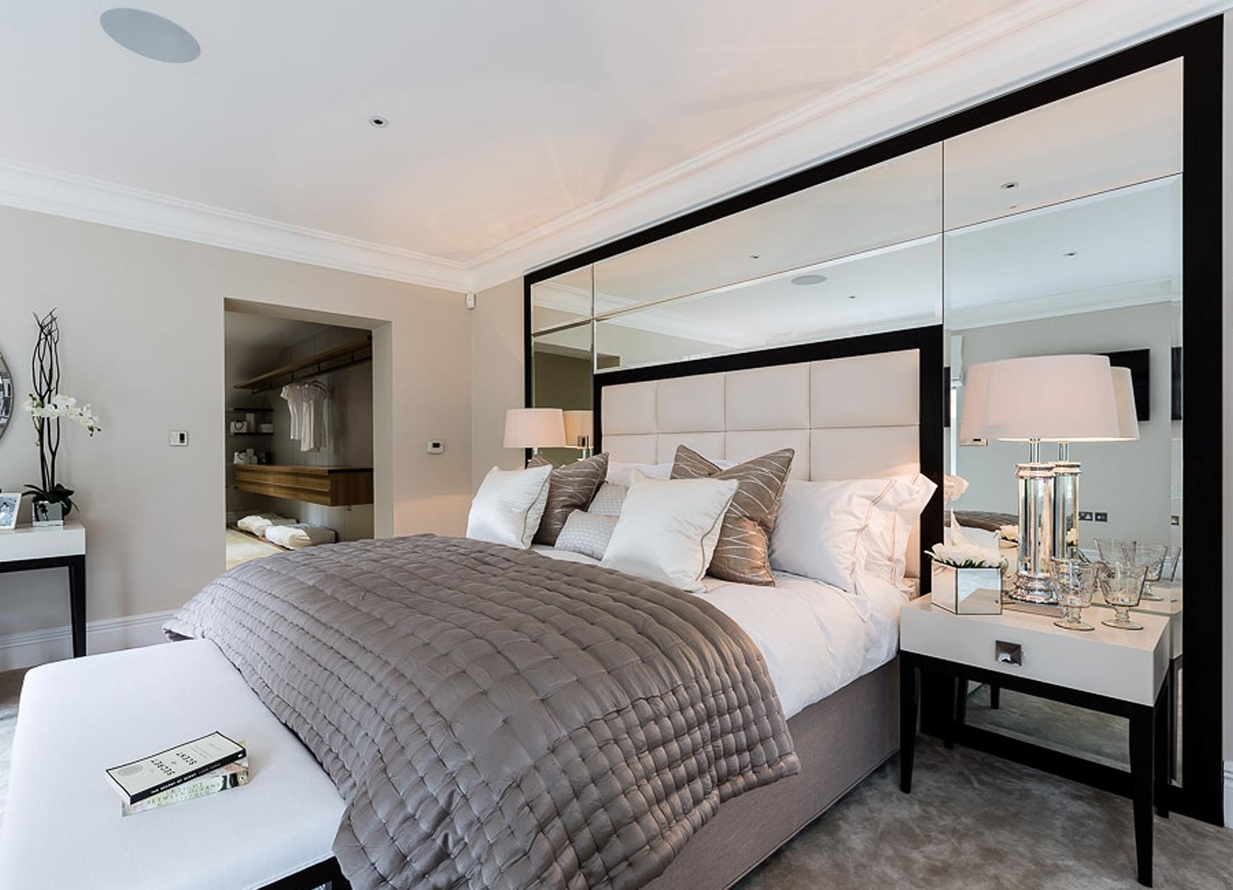 Зеркальные ПВХ панели в спальне