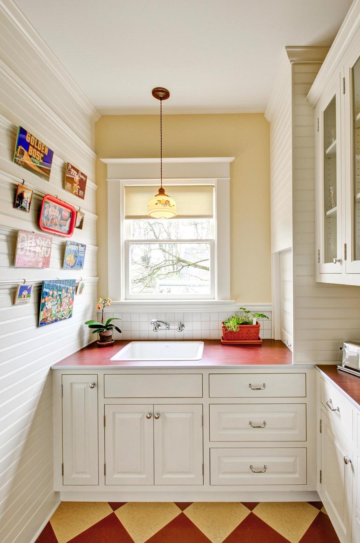 ПВХ панели в небольшой кухне