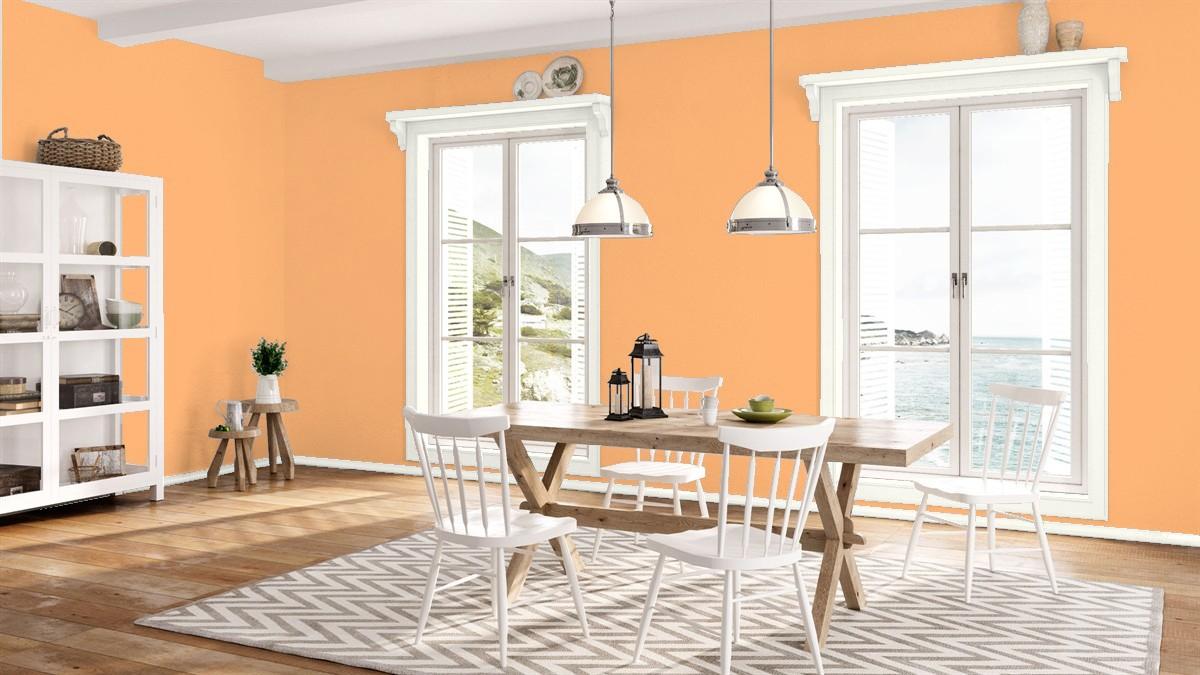 Персиковые стены в столовой