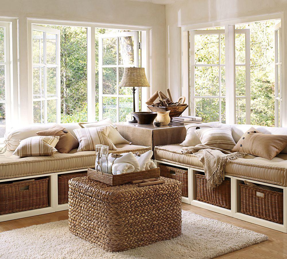 Уютный подоконник-диван в интерьере