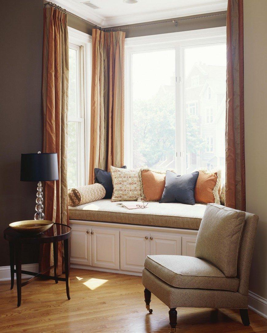 Подоконник–диван-система хранения в гостиной