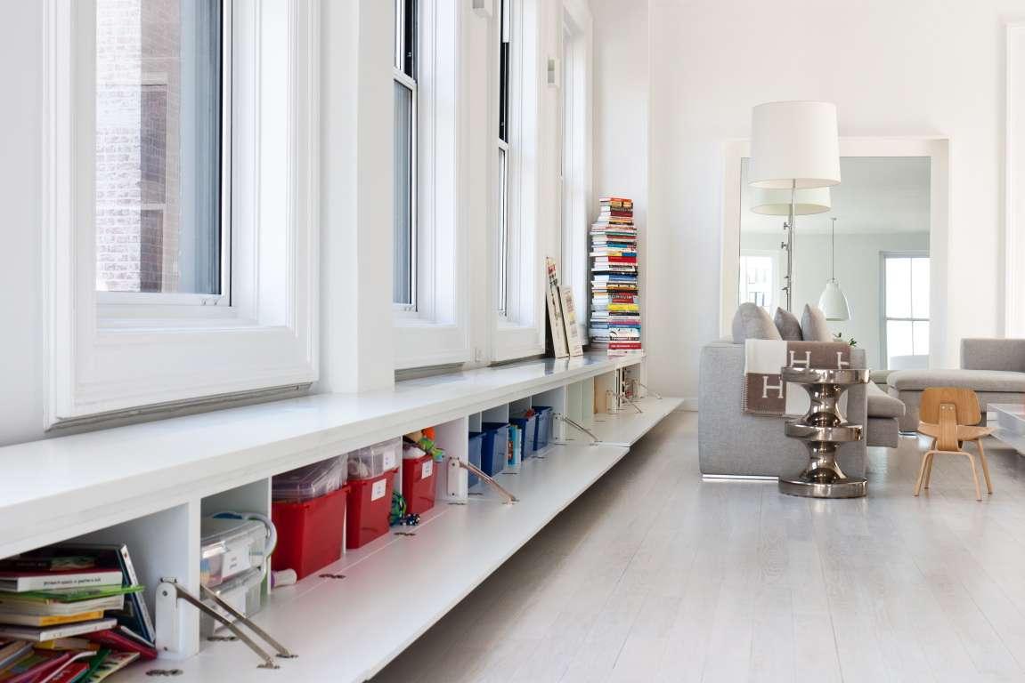 Подоконник – система хранения в гостиной