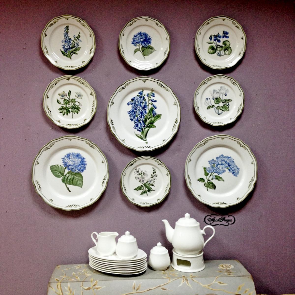 Керамические тарелки на стене