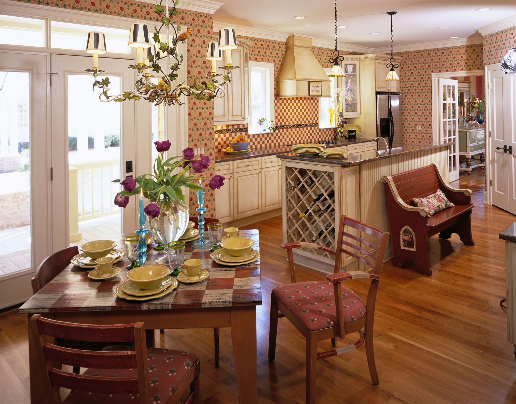 Кремовая кухонная посуда в интерьере