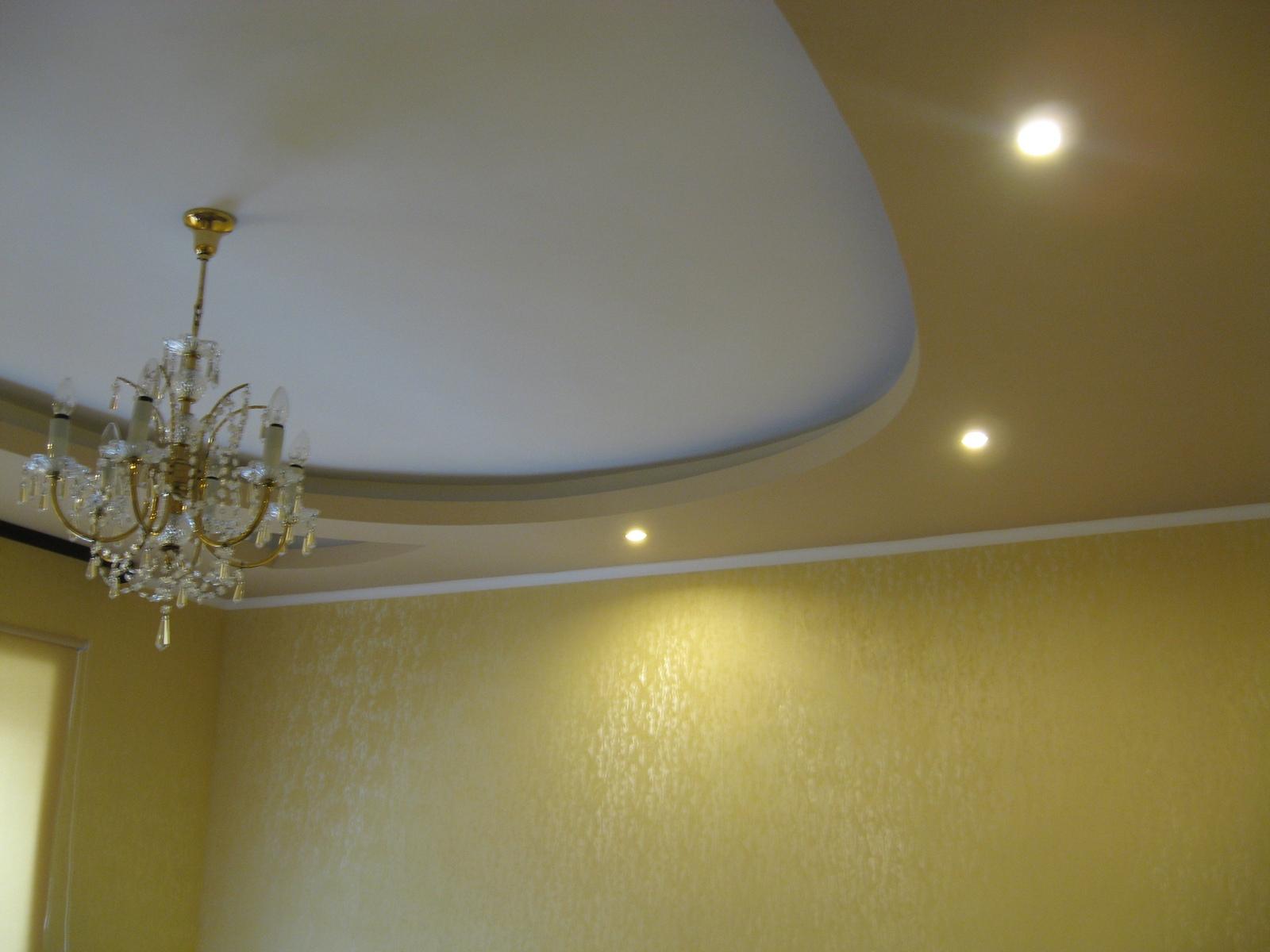 Бело-салатовый потолок из гипсокартона