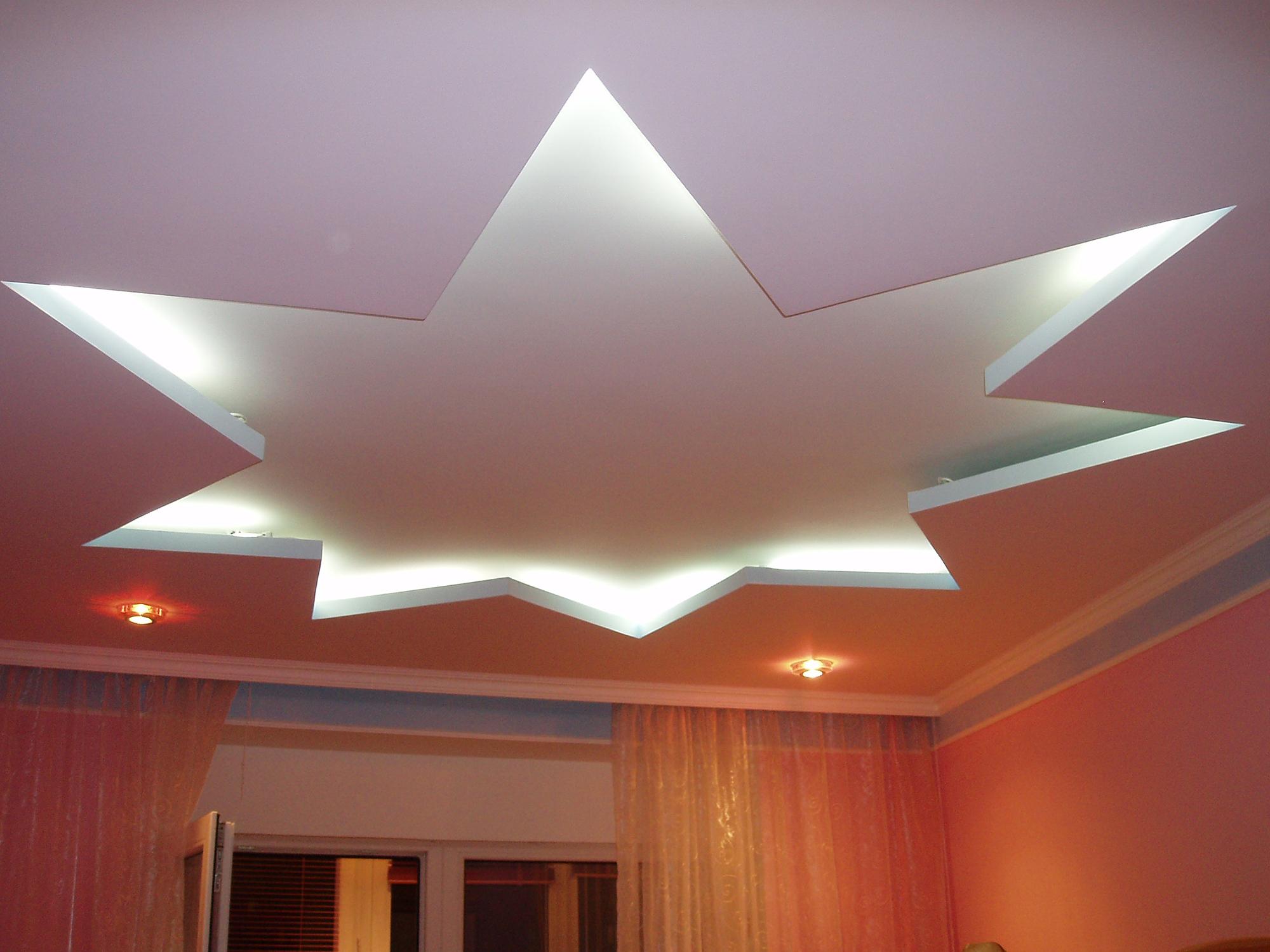 Необычный потолок из гипсокартона с подсветкой