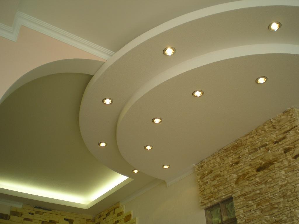 Сложный потолок из гипсокартона с точечным освещением