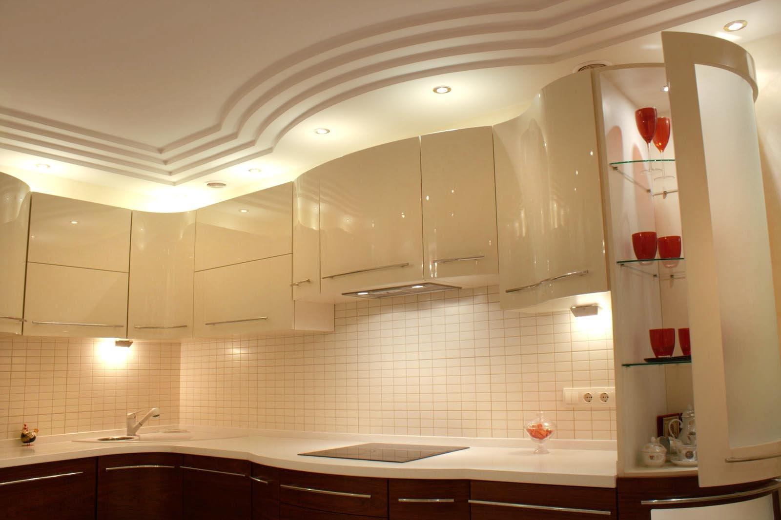 Многоуровневый белый потолок из гипсокартона на кухне