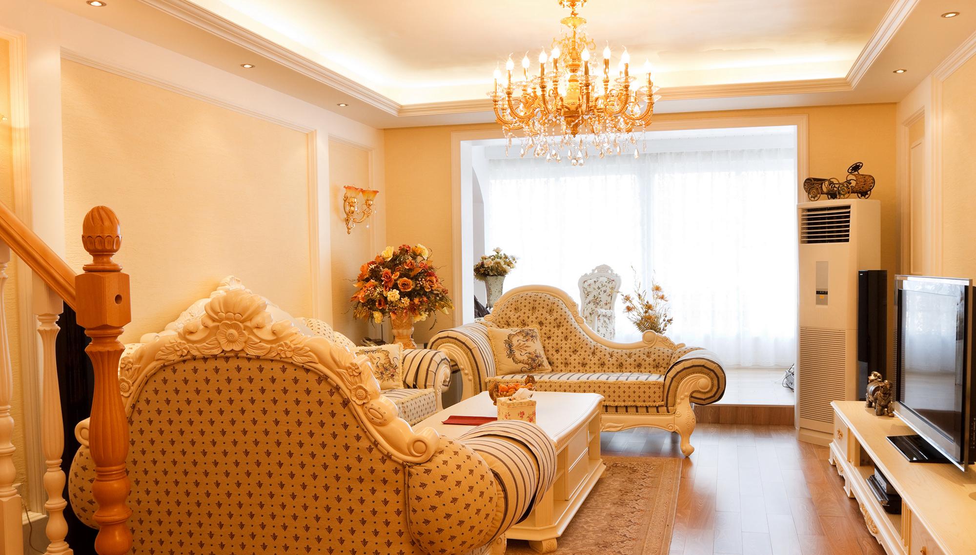 Красивый двухуровневый потолок из гипсокартона в гостиной