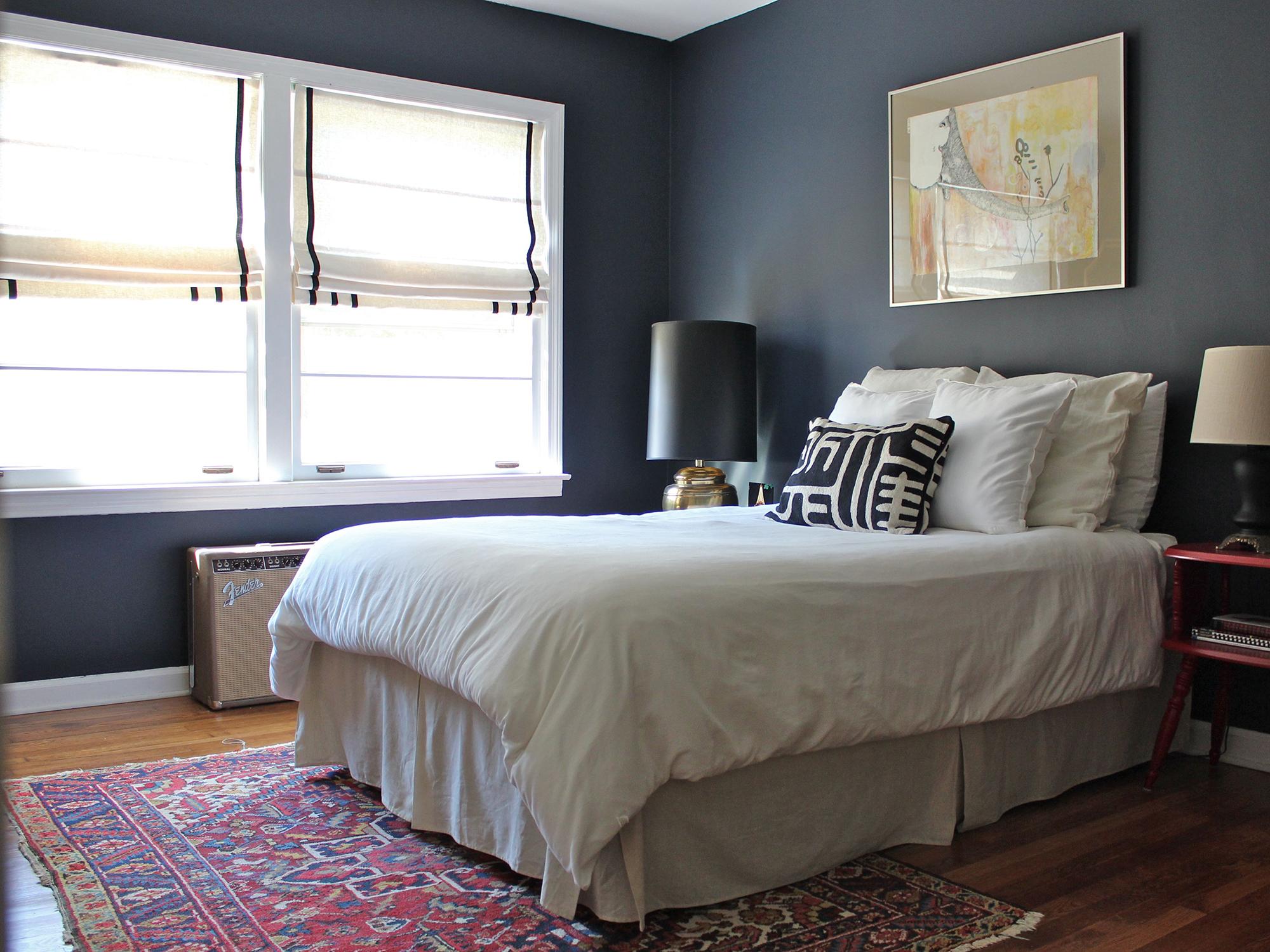 Римские шторы в морском стиле в спальне