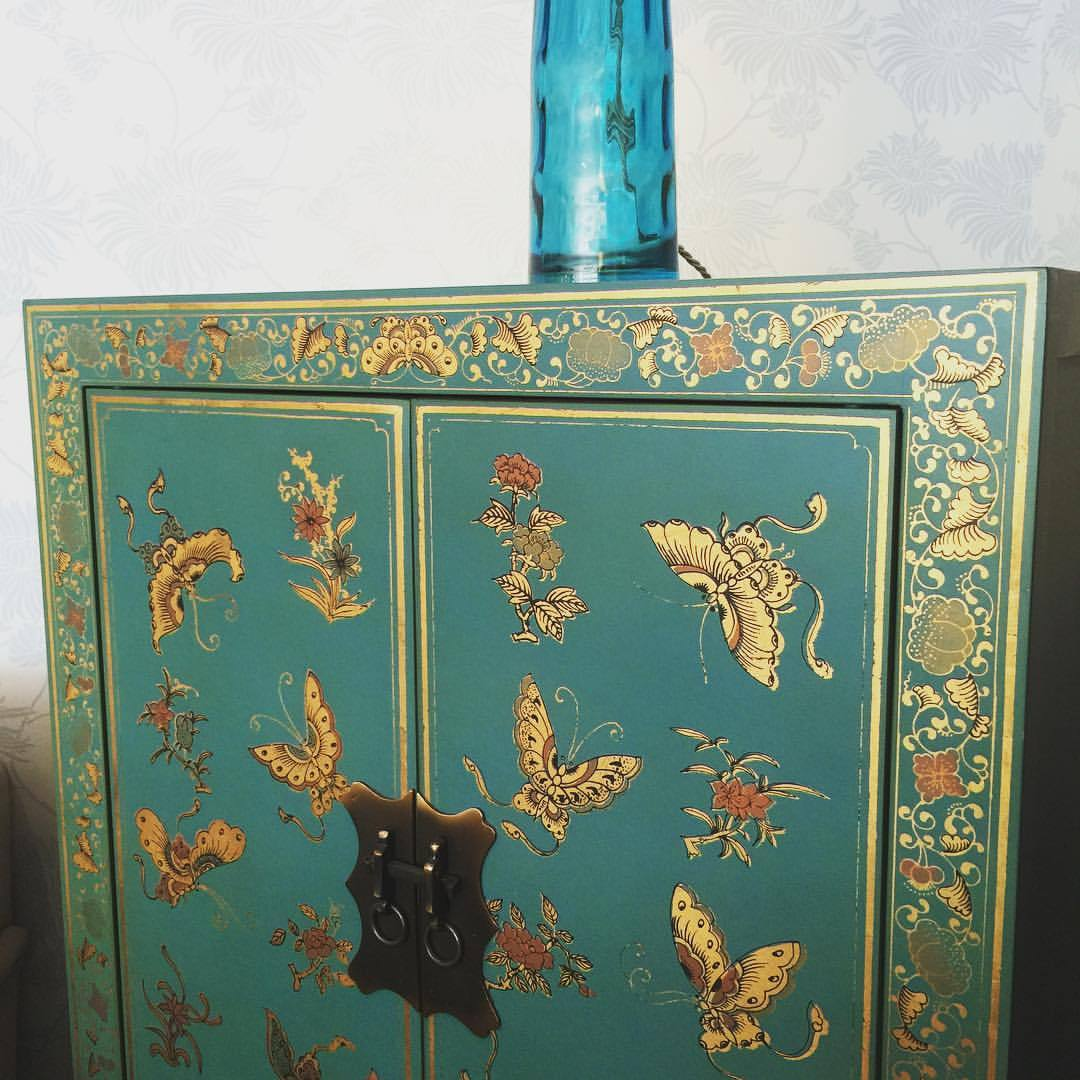 Рисунок на мебели в восточном стиле