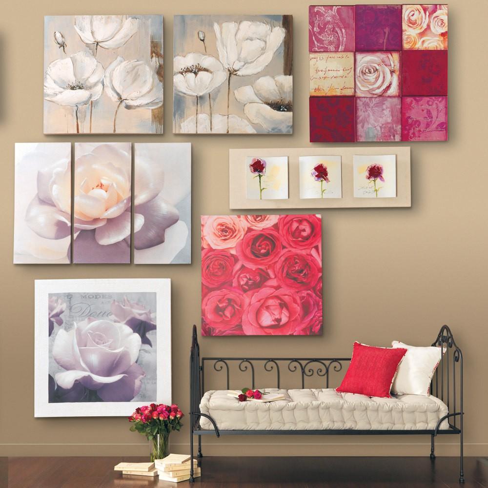 Розовые картины и другой декор в интерьере