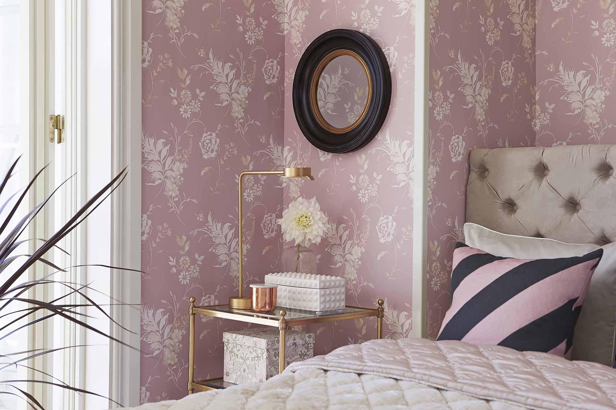 Розовый и кремовый в спальне