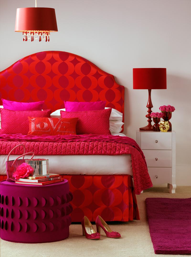 Розовый и красный в спальне
