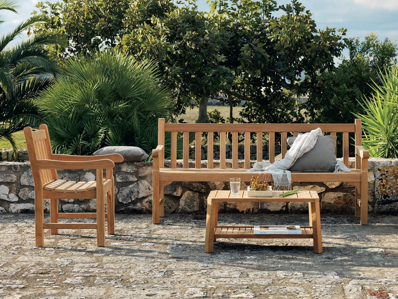 Красивый набор садовой мебели из дерева