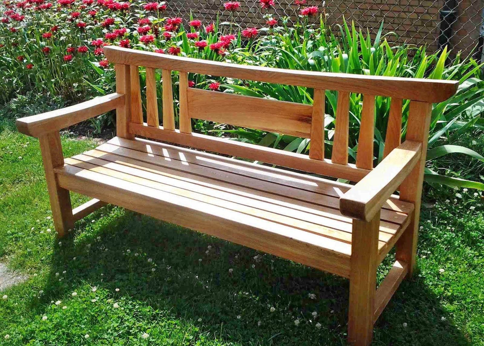 Деревянная скамейка в японском стиле