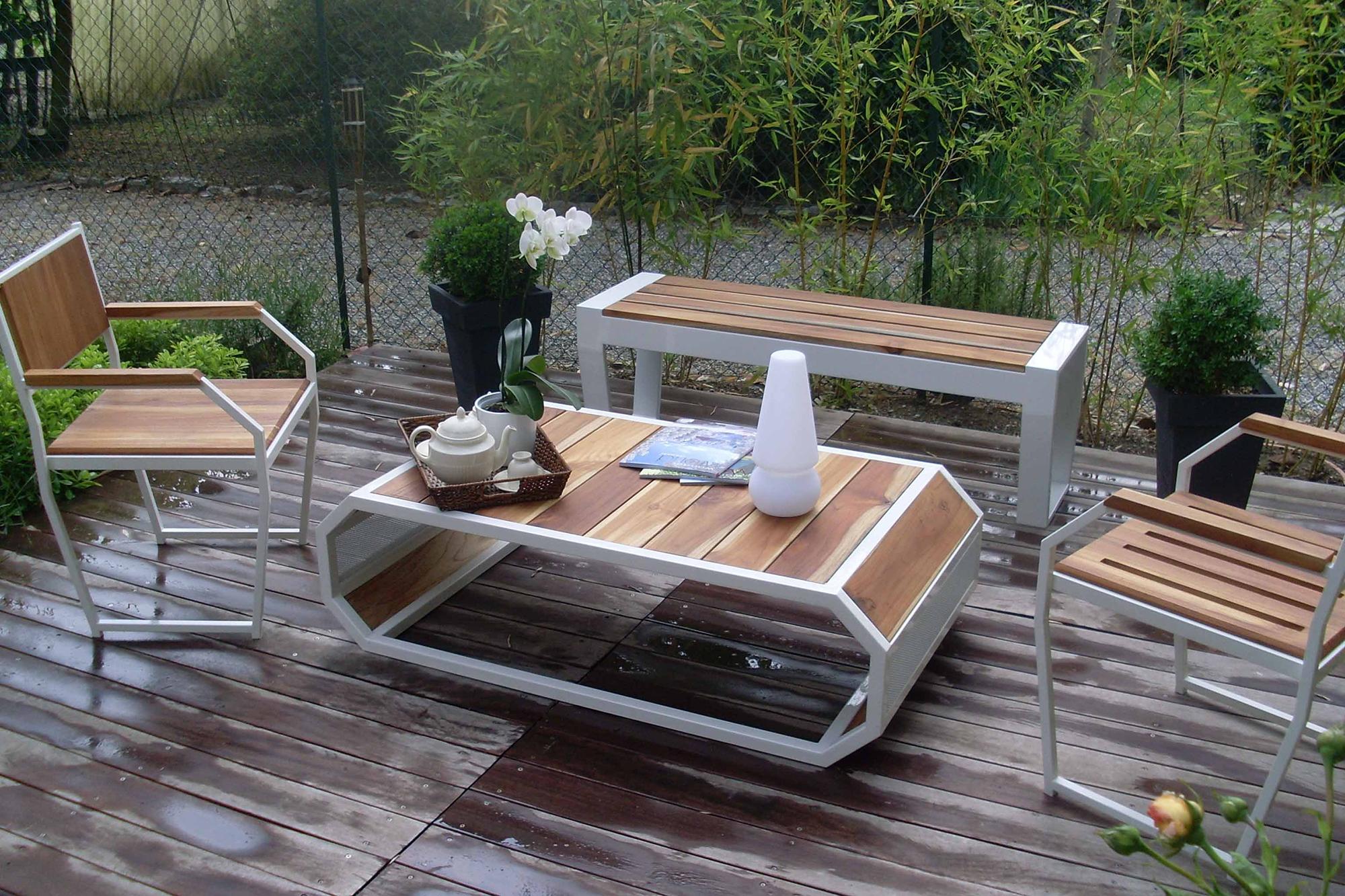 Терраса со скамейкой и другой мебелью