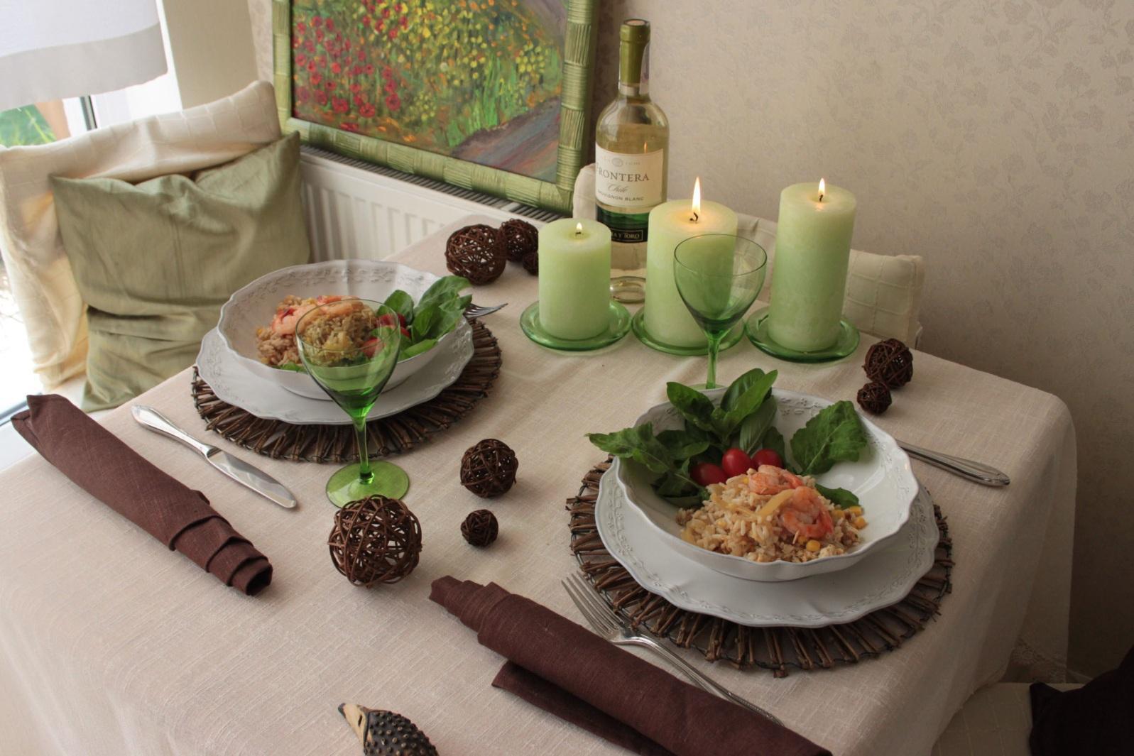 Сервировка стола для романтического ужина в эко-стиле