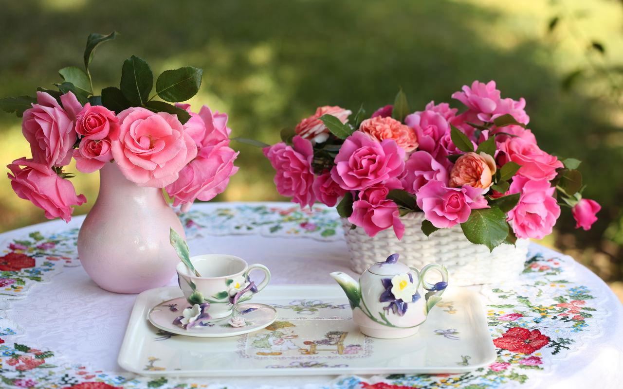 Сервировка стола на свежем воздухе к чаепитию