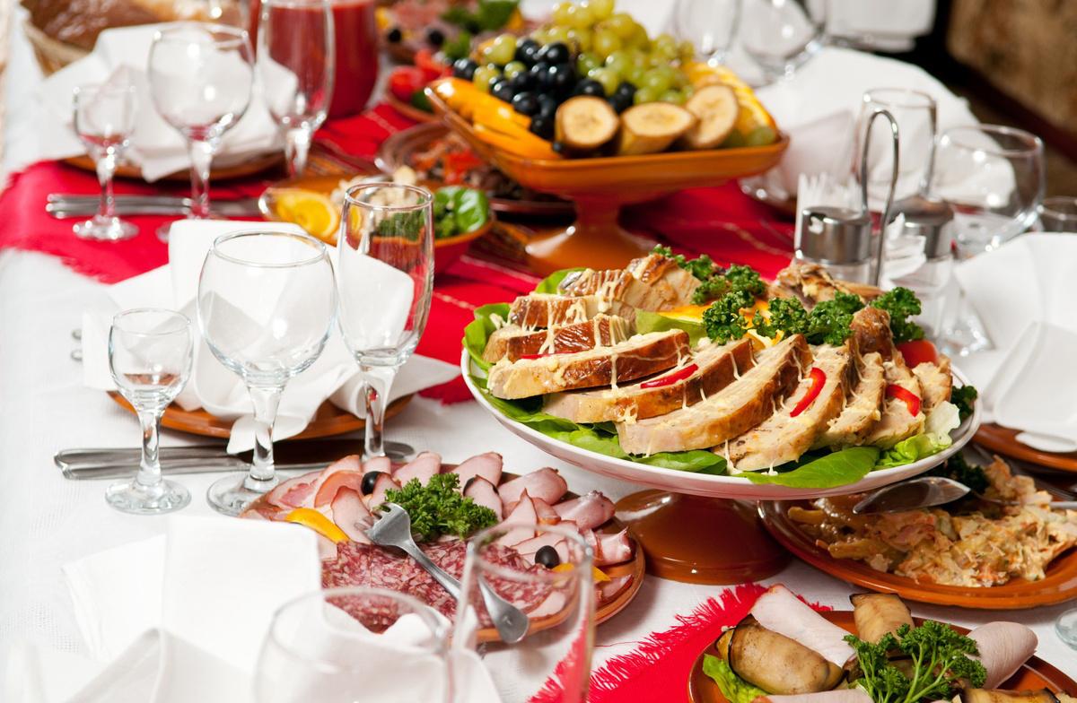 Сервировка стола на праздник
