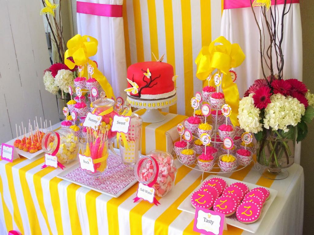 Оформление детского стола на день рождения в желто-розовых тонах