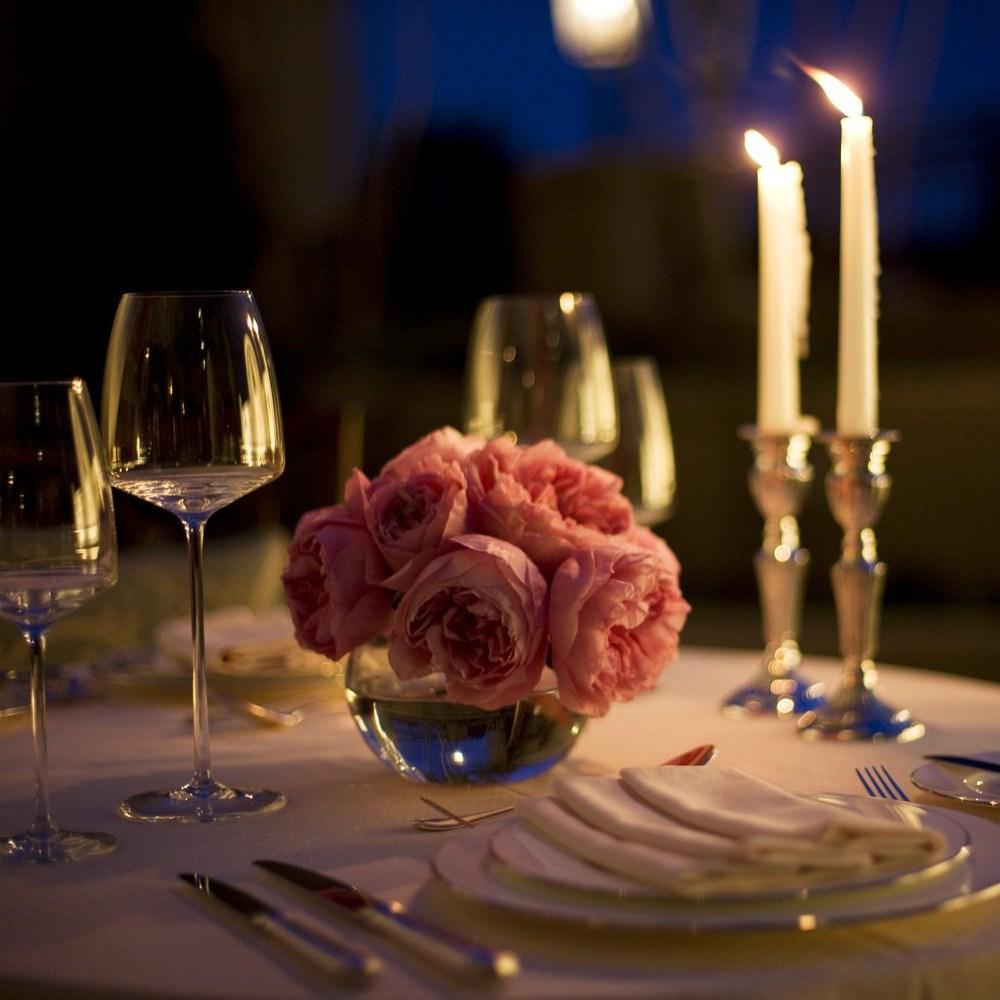 Оформление стола для романтического ужина