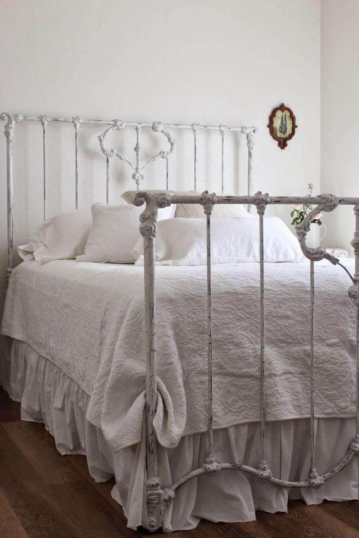 Кованая кровать в стиле шебби шик