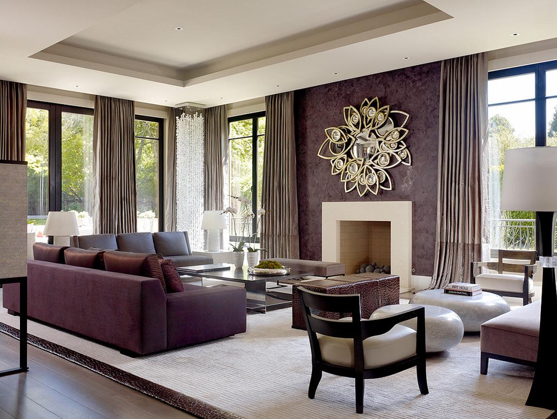 Темно-фиолетовая штукатурка в гостиной