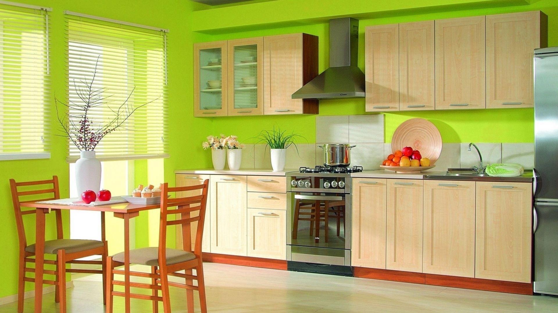 Сочетание зеленого и бежевого цвета на кухне