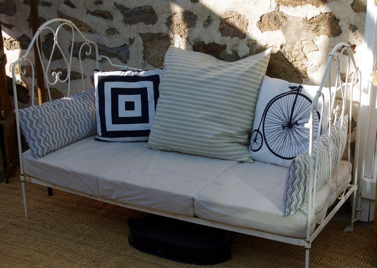 Кованая кровать софа