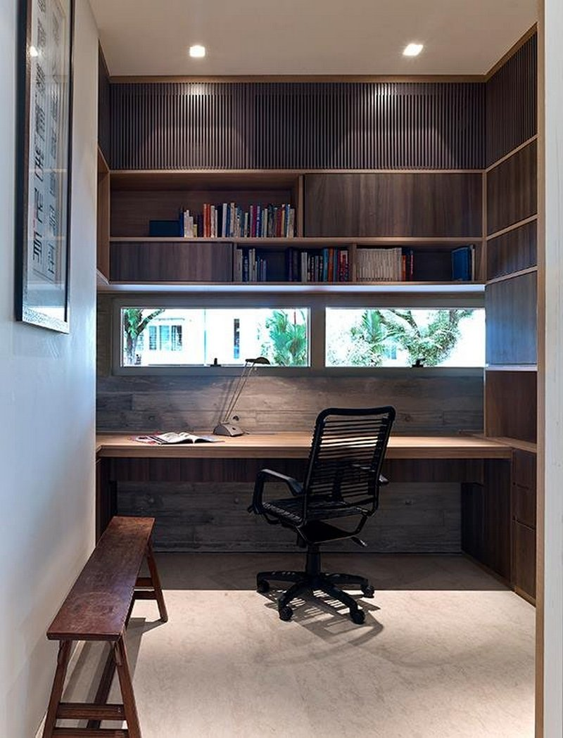 Современный кабинет в коричнево-белых тонах