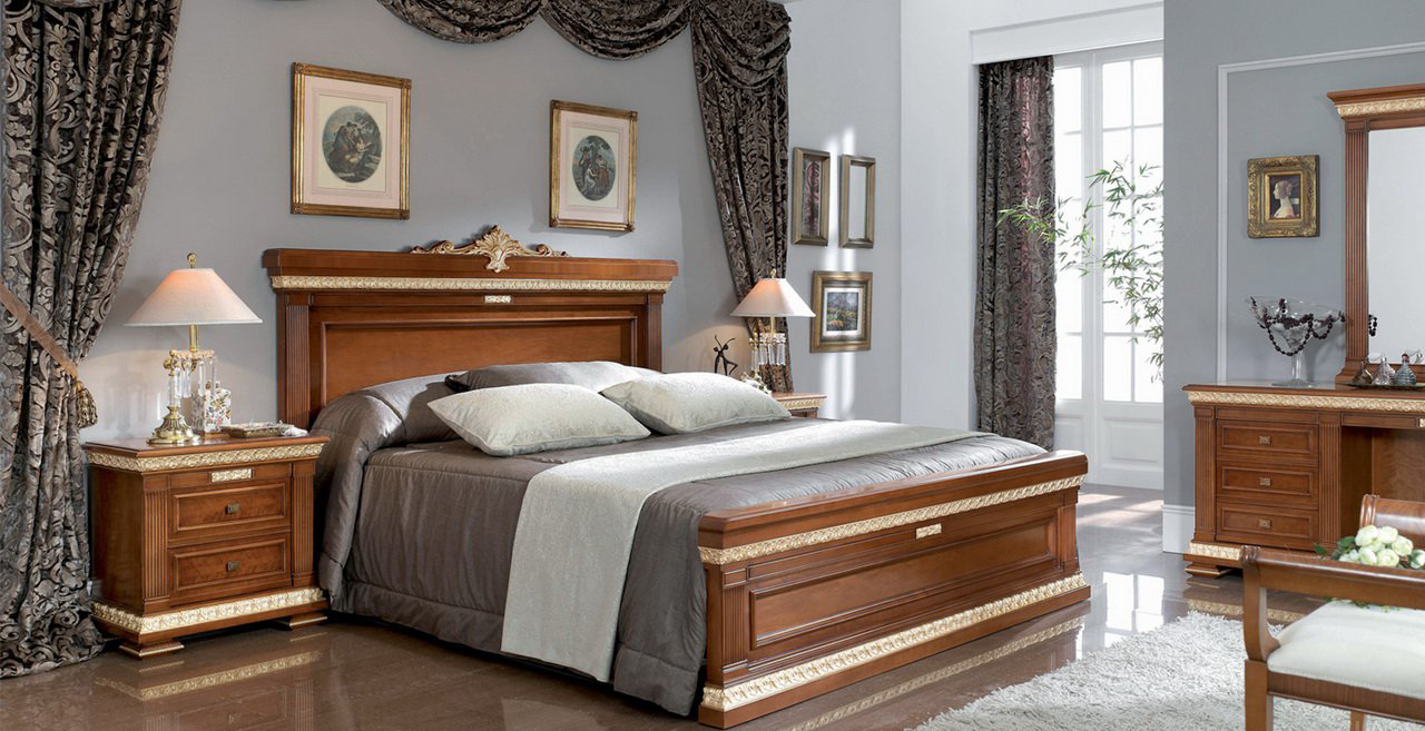 Серые стены в классической спальне