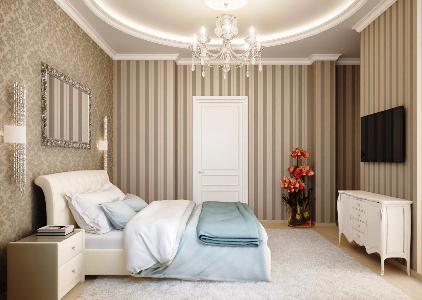 Полосатые обои в классической спальне