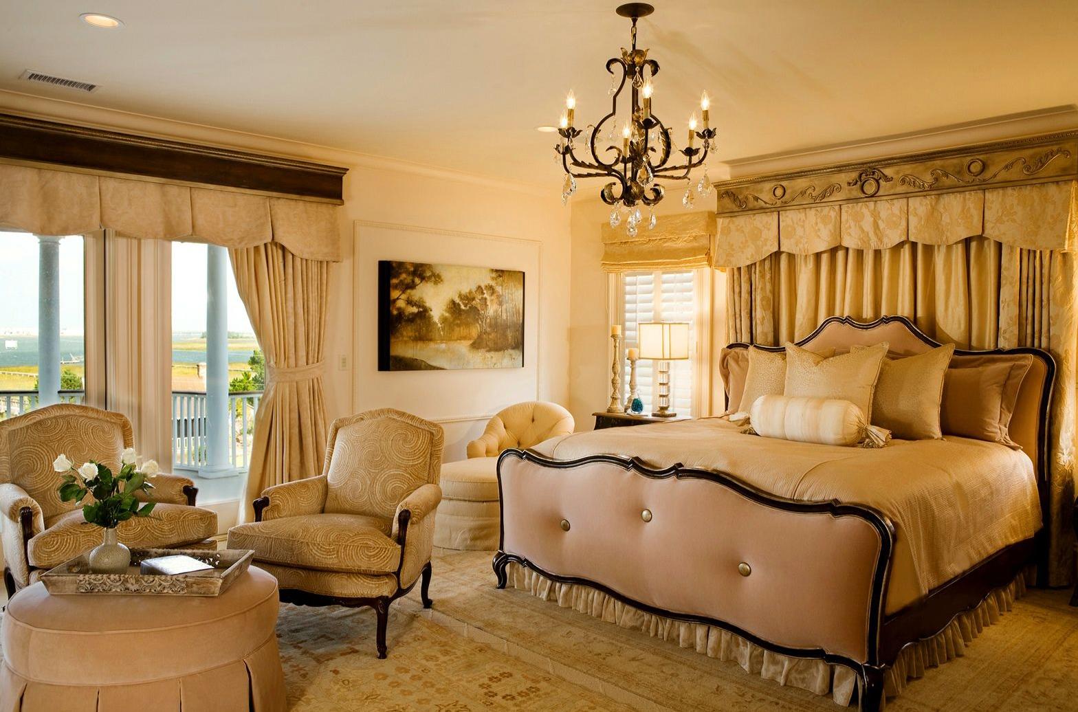 Бежево-черная спальня в стиле классика
